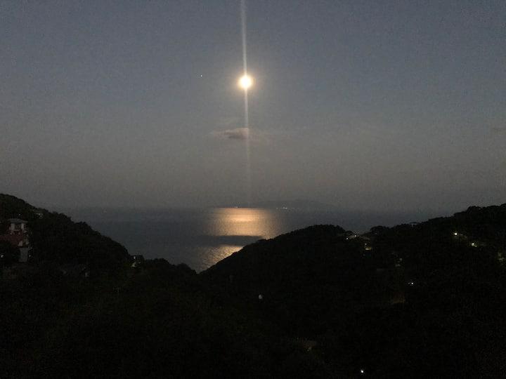 月が綺麗です。北欧スタイル貸別荘 MOONROAD IZU-ATAGAWA