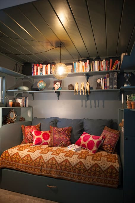 Cozy reading nook, comfy day bed & trundle bed. (5th & 6th sleeping spaces)