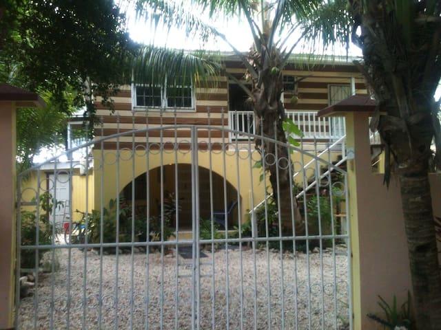 Chez Caribe Sundancer Studio - San Pedro - Villa