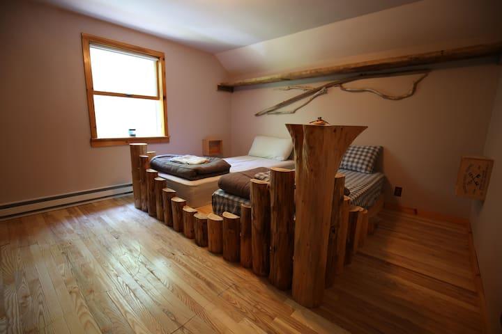Hudson River Room - @LlamaHouseADK