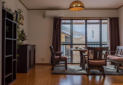 二楼为客厅,茶间 坐在桌前,喝一杯茶,看一本书,品味生活的乐趣。