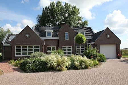 Casa vacacional vitaje en Steenbergen con establos