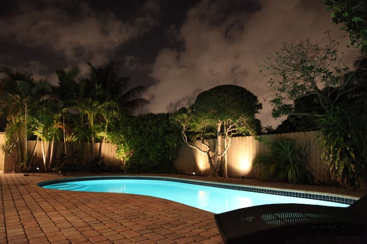 Blue Room - Heart of Wilton Manors. Heated Pool.