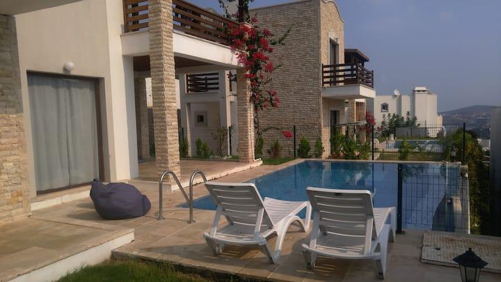 Bodrum Gündoğan'da Özel Havuzlu Eşyalı Villa