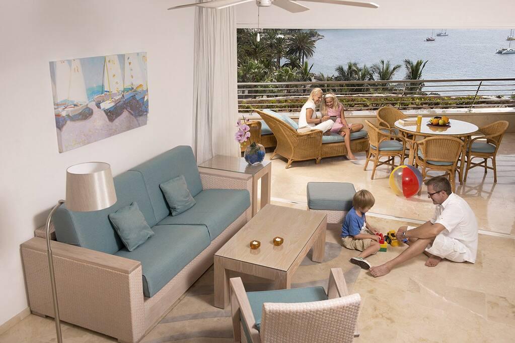 Apartmán spolu s terasou a výhľadom na more.