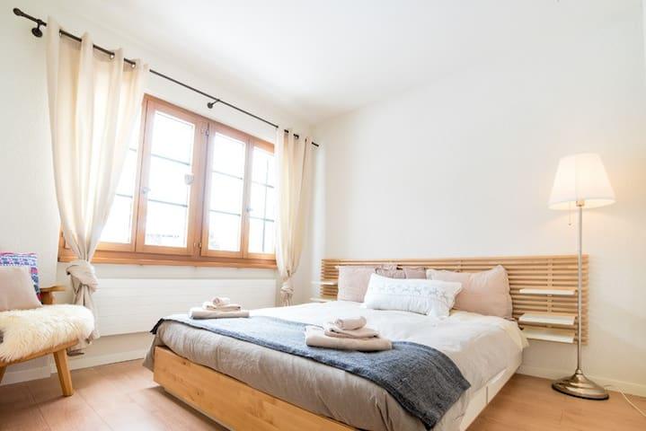 Bedroom 2: with queen size bed