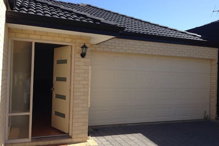 Nice BDR close to CBD and the beach - Nollamara - Casa