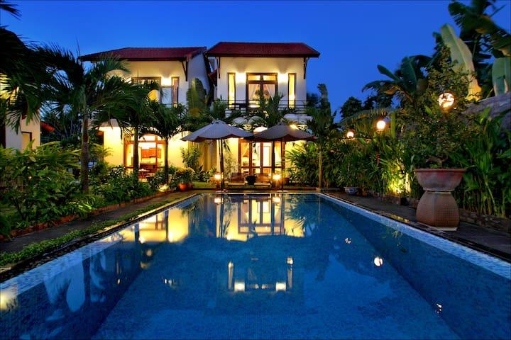 Sapphire Villa 2 bedrooms, riverside, pool