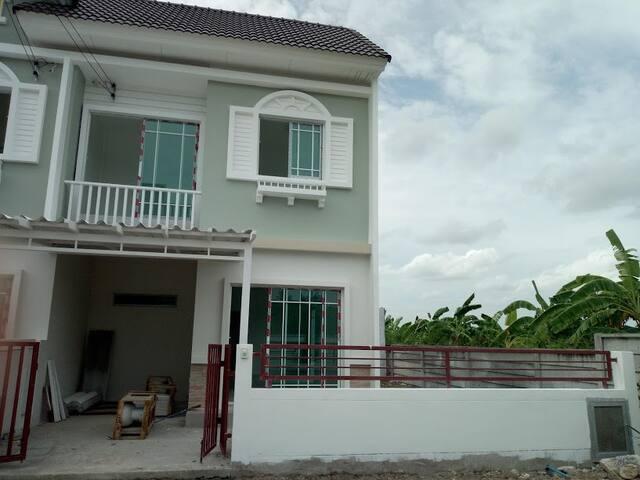 Praphassorn Ville Amata-Nhong Tamlueng
