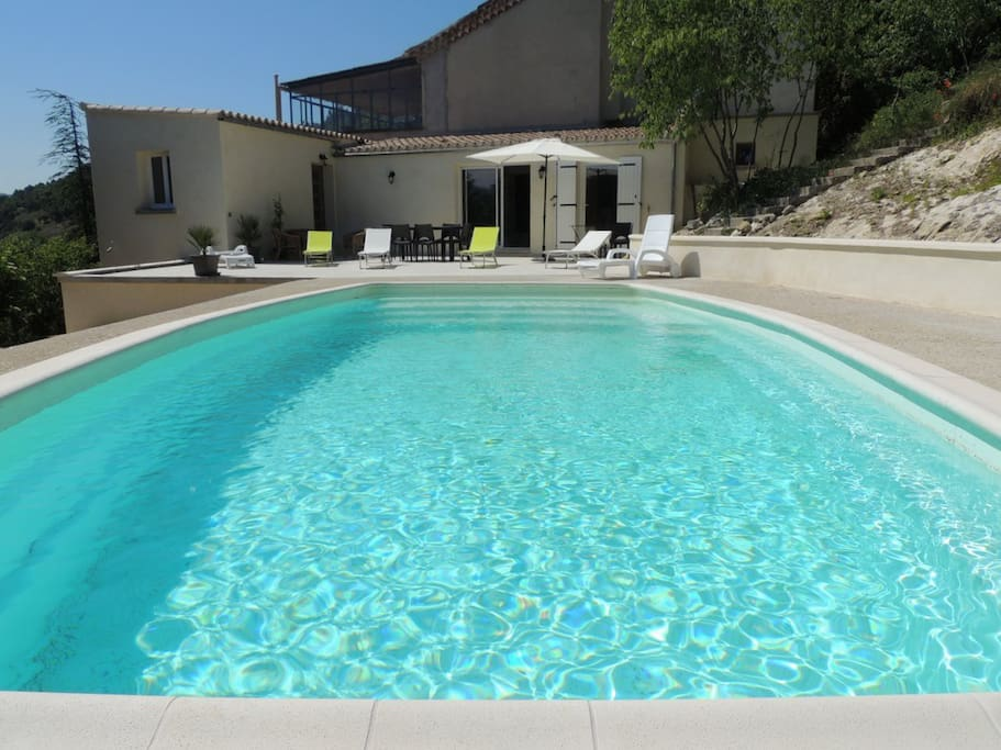Agr able g te avec piscine appartements louer vaison for Piscine romaine