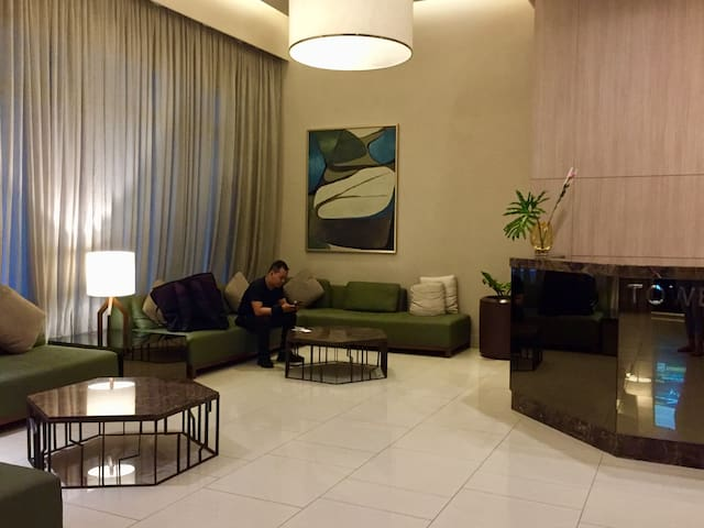 UpTown/BGC 1BR Newly Fully Furnished w/50Mbps WiFi