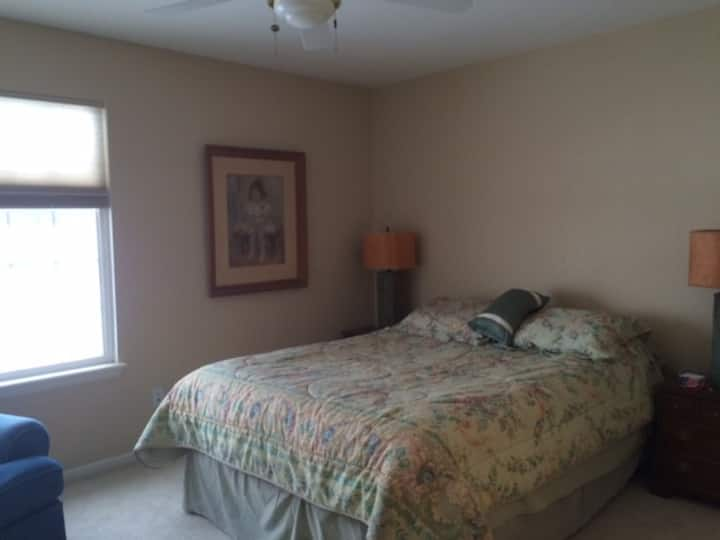 Highlands Ranch Guest Suite with Private Bathroom