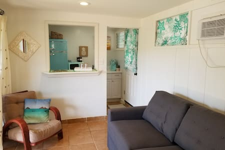 Private Kailua Studio 3 blocks to beach