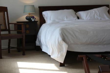 Private room - village nr Cambridge - Over