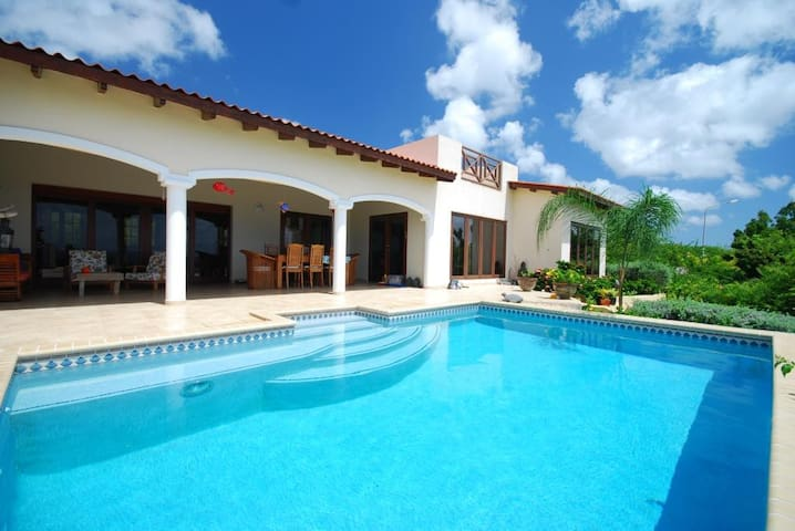 The best view in the Caribbean!! - Kralendijk - Villa