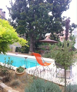Great apartment in gorgeous garden with pool - Causses-et-Veyran