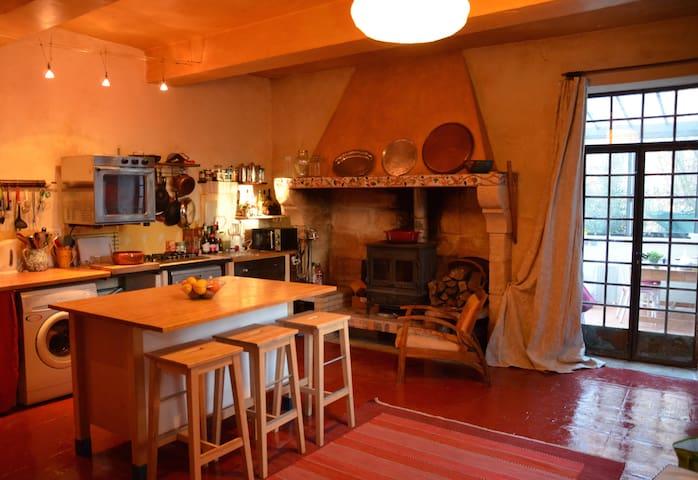 Charming family home beside Avignon - Avignon - Casa