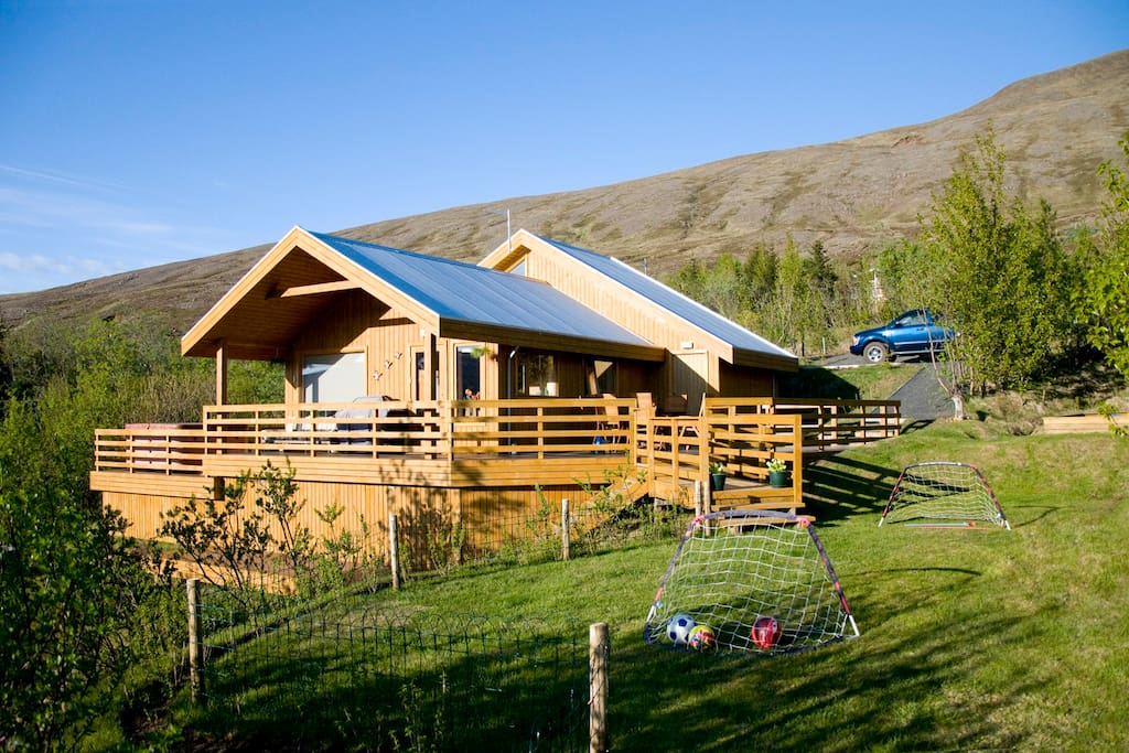 Luxury family cottage only 30 min from reykjavik chalet for Piani casa cottage shotgun