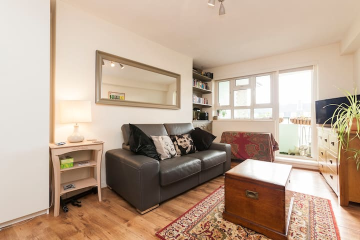 Central Camden Flat With Terrace For 4 People