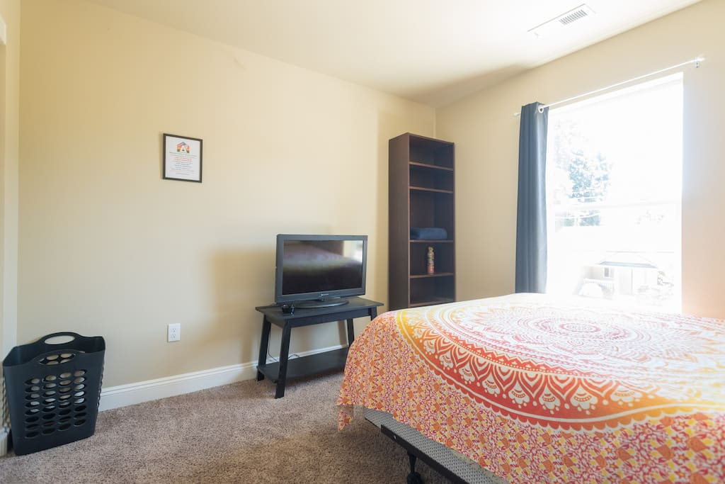 Indica Room is 10' x 11' and features air conditioning, high-speed wi-fi, TV with cable & HBO, and a south-facing window that opens wide.