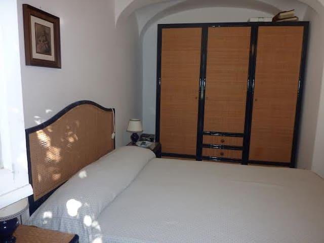 Queen bedroom 1st floor (with bathroom inside)
