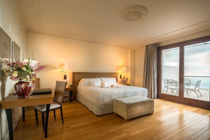 Habitacion con Terraza vista maravillosas sobre Barcelona y el mar