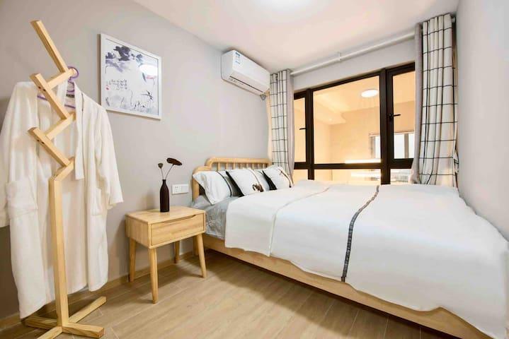 次卧是套间,带一间独立空间榻榻米