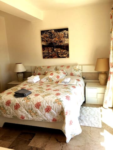 Dormitorio principal/Master bedroom