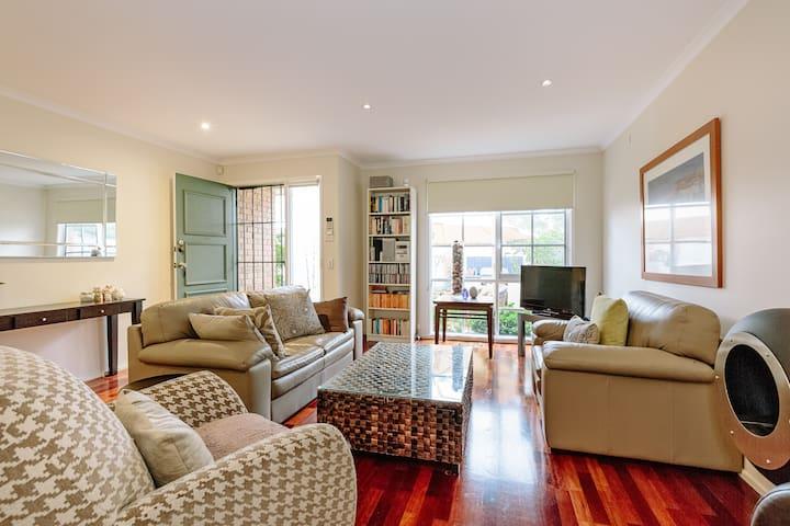 Elegant, Modern Melbourne townhouse - Carnegie - Casa