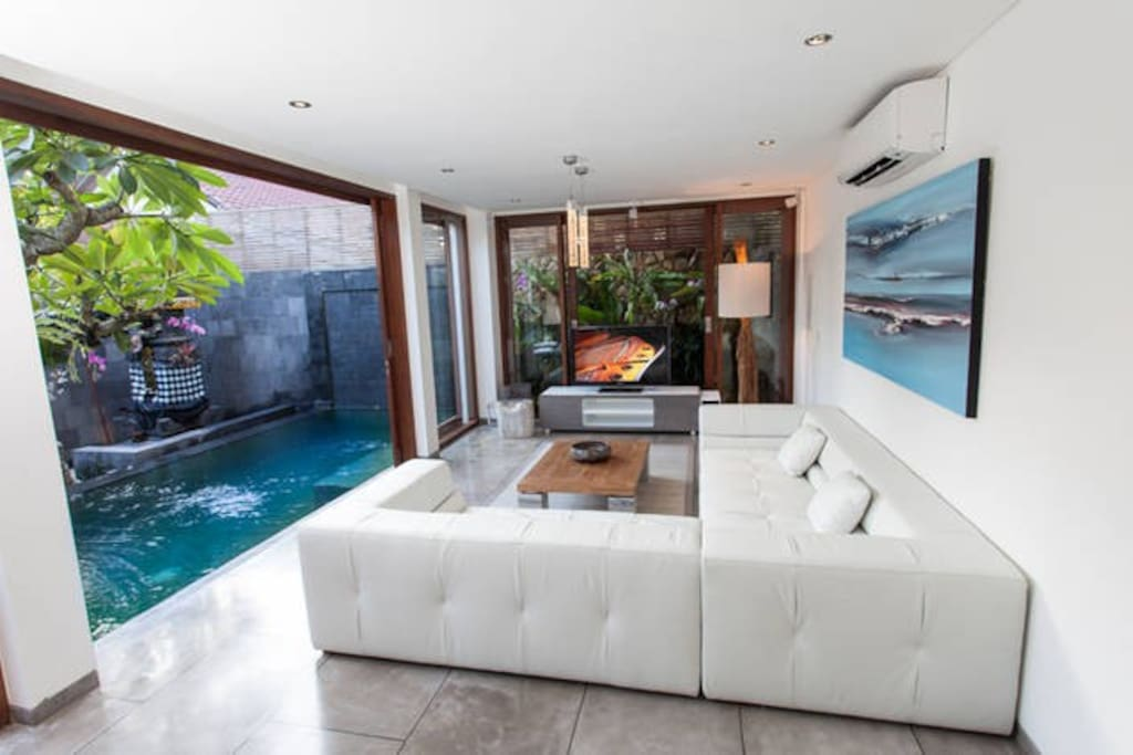 Living room with sliding door to infinty pool