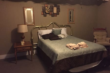 One bedroom with private bath - Waverly - Bed & Breakfast