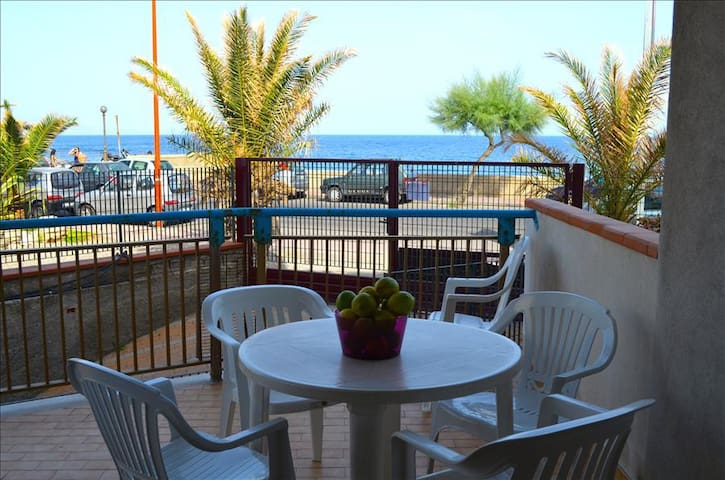 Albe di mare - apartment in front of the beach - Santa Teresa di Riva - Apartamento