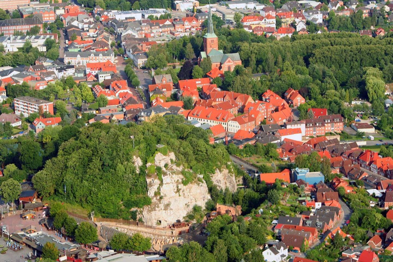Luftbild mit Kalkberg