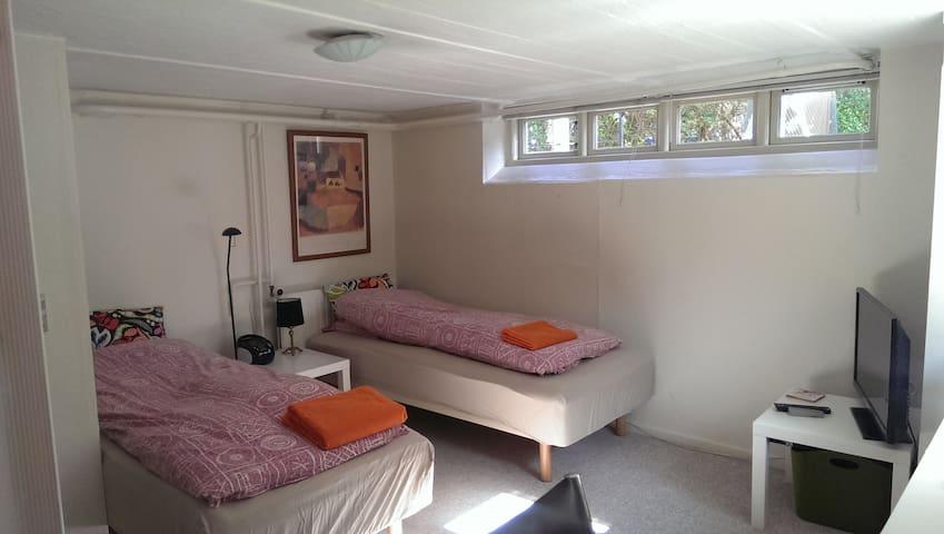 Moderne værelse i Aalborg C - nr 1 - Aalborg - Bed & Breakfast