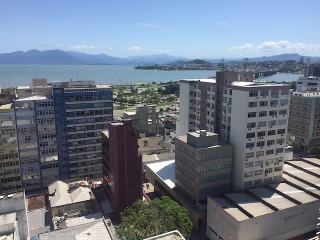 Apto no coração da cidade com vista para o mar