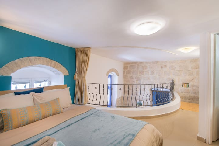 Authentic Jerusalem Loft,Minutes from the Old City