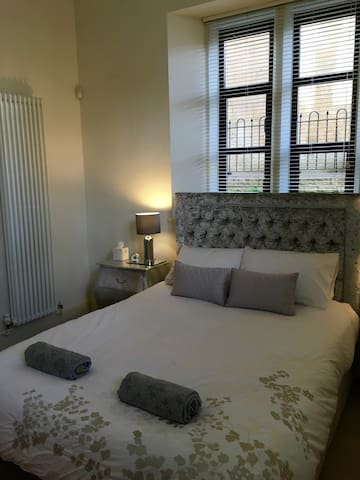 Luxury flat with private parking - Bath - Appartamento