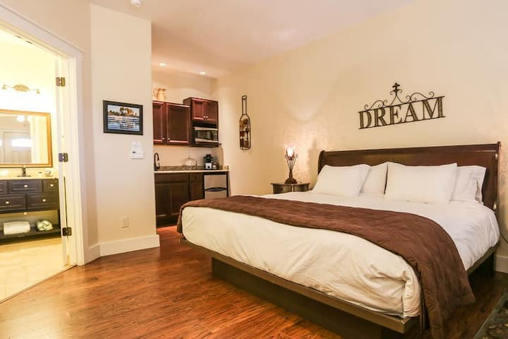 Main Street Retreat Peace and Quiet | King Bed | Shared Hot Tub/Pool Access