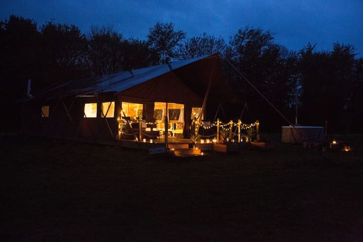 Kestrel - Luxury Safari Glamping tent with hot tub