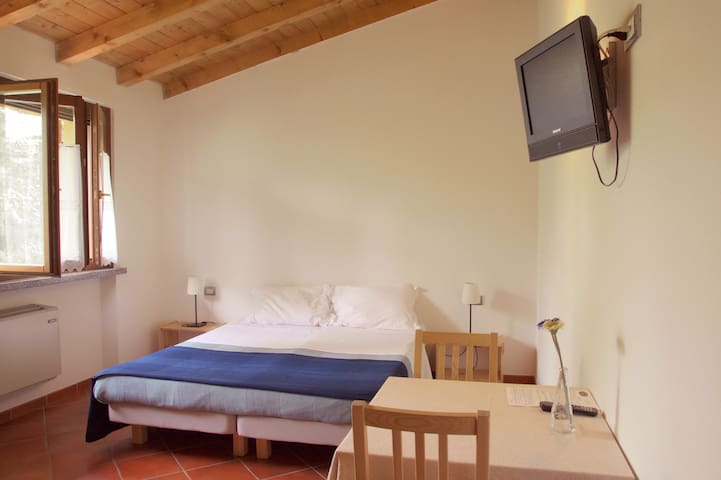 Camera quadrupla con bagno - Pavia - Certosa di Pavia - Bed & Breakfast