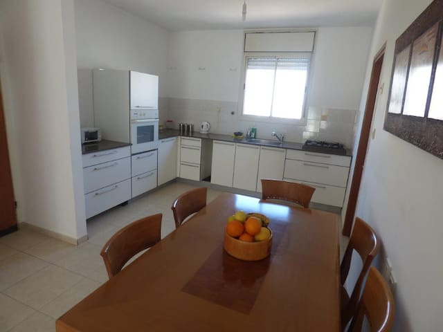Golden Sands & Sea - Ashdod - Apartemen