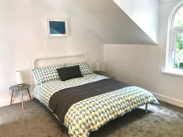 4 bed Townhouse, 5 min taxi to city centre