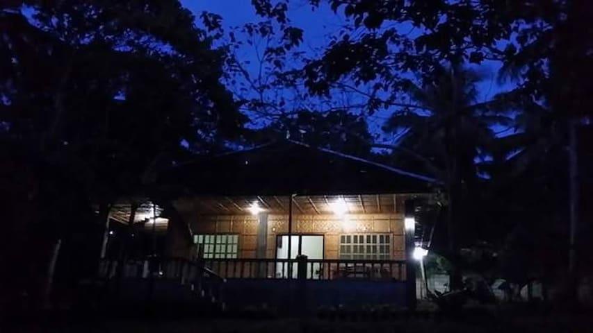 Haus auf Bohol zwischen Anda und Guindulman