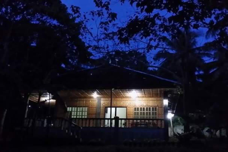 Paradies bei Nacht