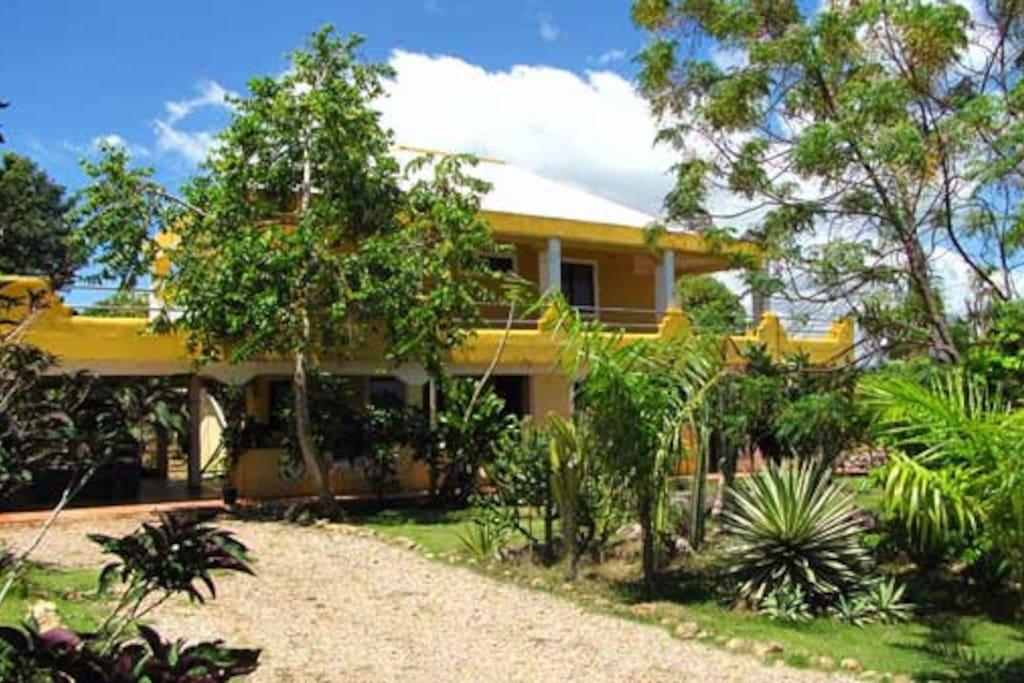 La Hacienda Hostel - Accommodations are on ground level.