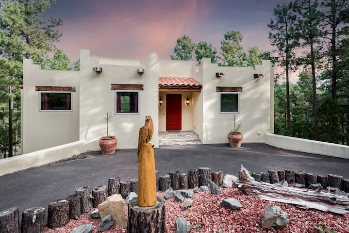 Eagle's Rest, 4 Bedrooms, Sleeps 8, Pool Table, Fireplace
