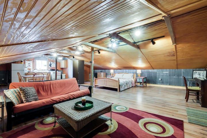 Cozy Lockeland Springs Private Loft