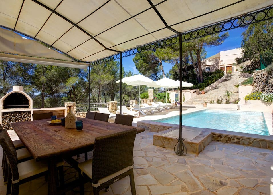 Walking distance to the village and a 5 minute drive to Ibiza's beautiful north east beaches.