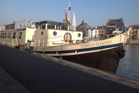 8. Liège centre, Port des yachts! - Liège - Barca