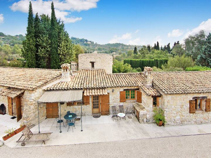 Ancient stony provençal Mas